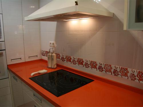 Cocina decorada con cenefa CN111